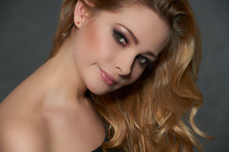 Model: Olga Nazielska | Make-up: Anna Nosewicz | Photo: Piotr Pazdyka  #makeup #makeup_shool #szkolawizazu #akademia_SWiCH #wizaz #makijaz | Szkoła Wizażu i Charakteryzacji SWiCH