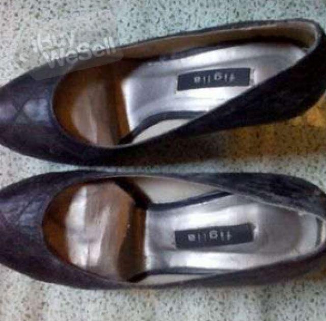 http://www.ibuywesell.com/en_US/item/BLACK+shoes+-California+-+Sacramento/66427/