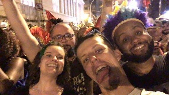 Tag 3 sind wir natürlich frisch und munter auf dem Karneval in Rio de JaneiroTag 3 sind wir natürlich frisch und munter auf dem Karneval in Rio de Janeiro