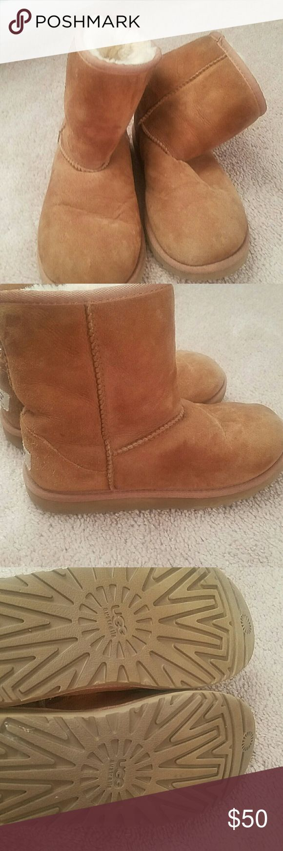 Uggs classic short Size 3 uggs. Gently used. Chestnut color UGG Shoes Ankle Boots & Booties