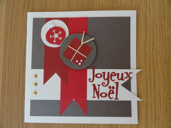 Carte de Noël beige, marron et rouge