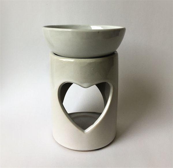 Duftlampe med hjerte. Hvid keramik. Ca. 13 cm høj.