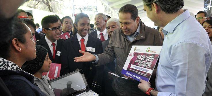 Rosario Robles, Eruviel Ávila, Aurelio Nuño, Carolina Monroy y otros funcionarios participan en la feria de regalos previa a las campañas electorales.
