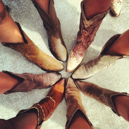 good photo idea for all the bridesmaids! @ROXY Seltzer you need to decide if we're all allowed to wear different boots or buy all the same