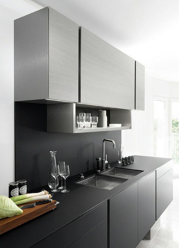Küche, schwarz, schwarze Küche, Küchenfronten schwarz, Küchenfarbe schwarz, dunkel, scharz matt, Küchenzeile, grau, graue Küche, graue Küchenschränke, Idee, Bild, Inspiration, modern, Designerküche, moderne Küche, Inspiration; Foto: Poggenpohl