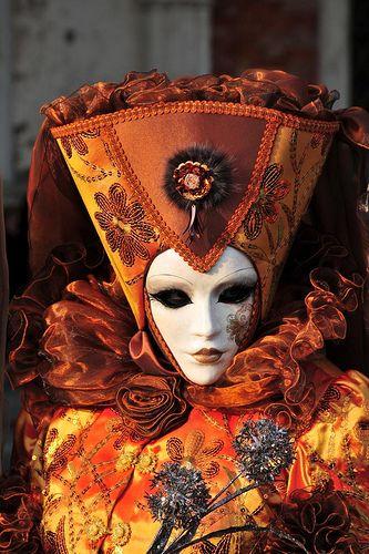 Venice carnival mask - Learn Italian at www.internationalhomeschooling.net