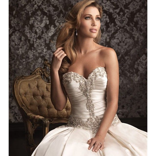 Wedding gown | Strapless Sweetheart neckline | Swarovski | Allure bridal | Ferrari Formalwear & Bridal