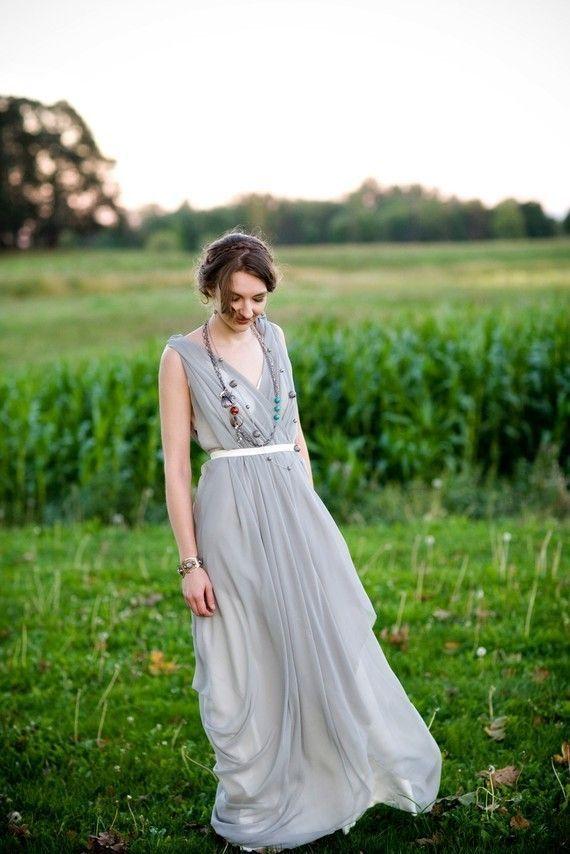 風に揺れるドレープがエレガント♡グレーのカラードレス♡ウェディングドレス・花嫁衣装の参考一覧まとめ☆