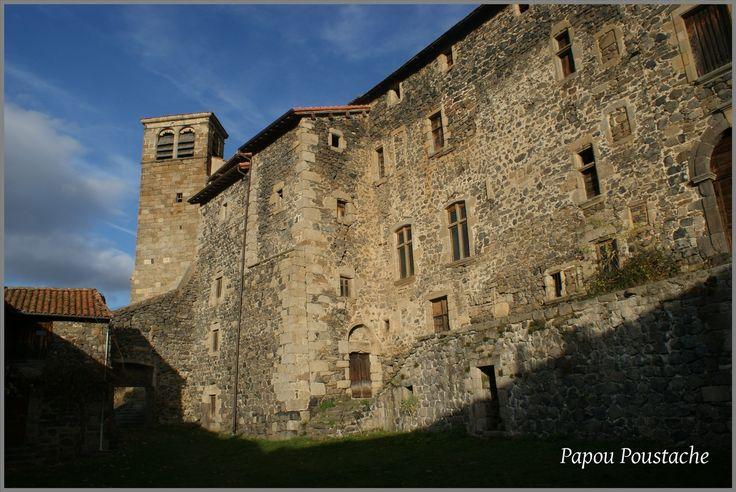 Abbaye à Pebrac Abbaye fondée au XIème siècle par Pierre de Chavanon. A l'apogée de sa puissance, au XVème, l'Abbé de Pébrac, issu de la famille Flageac, a droit de haute et de basse justice sur une congrégation de près de 40 prieurés. Au XVIIème, Jean-Jacques Ollier, fondateur de l'ordre des prêtres de St-Sulpice et co-fondateur de la ville de Montréal au Canada, est nommé abbé. Plusieurs bâtiments jouxtent l'abbaye, formant une basse cour. peintures murales et trésor de l'église, crèche du…