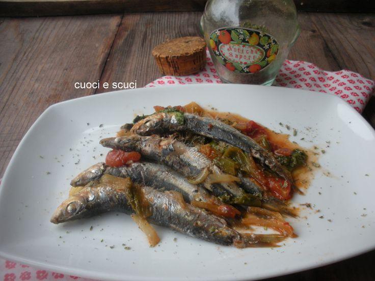 Le sardine cucinate in umido in padella sono una antica ricetta che si tramanda da madre in figlia. Usiamo più spesso il pesce azzuro, contiene Omega 3...