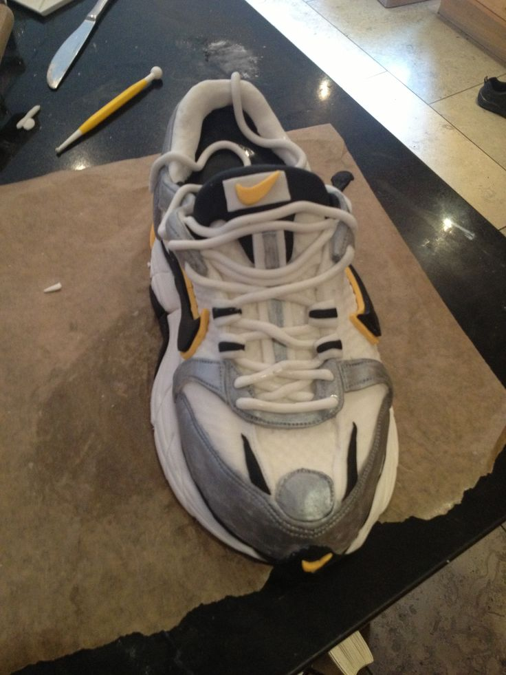 Cake Decorations Tunbridge Wells : 20 best images about Trainer Cake on Pinterest Nike max ...