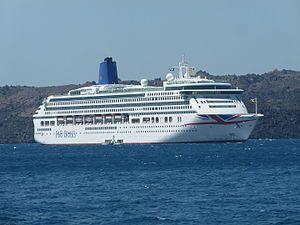 Aurora. Ιδιοκτησία: Carnival Plc (Carnival UK). Διαχείριση: P&O Cruises. Παρθενικό ταξίδι στις 01/05/2000. 76.152GT ~ 270 μ.μ. ~ 32,20 μ.πλάτος ~ 10 κατ/τα ~ 24knots ~ 1.878~1.950 επ. ~ 850 α.πλ. (Μέχρι το τέλος του 2013 είχε κίτρινο φουγάρο, το 2014 κι' έκτοτε μπλε).