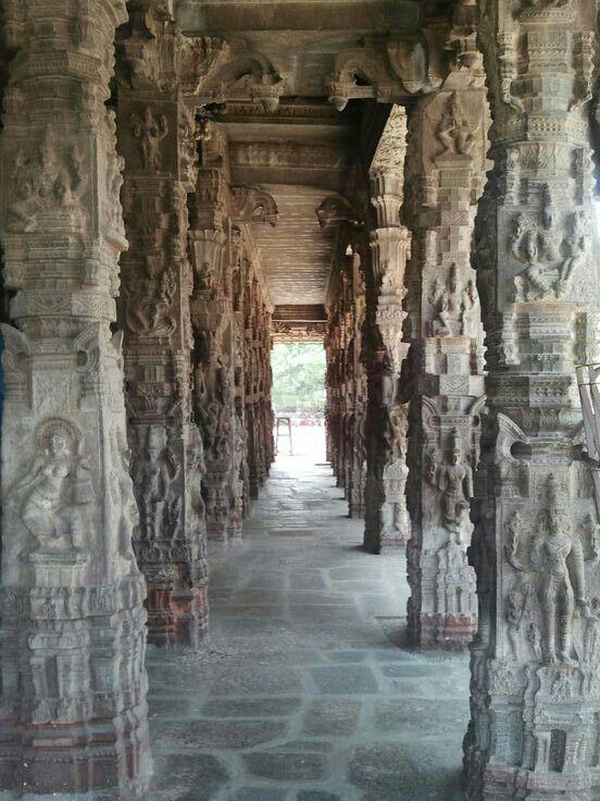 Kanchipuram - Ekambareswarar Temple - Pillars inside the temple