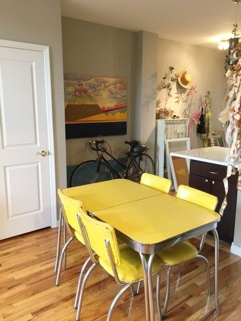 Vintage yellow Formica kitchen table for sale – comes with a leaf (about 1' wide) and 4 chairs. Overall in good vintage condition.