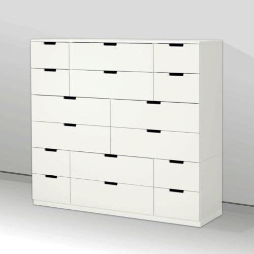 Comoda NORDLI are 16 sertare așa că poți găsi repede loc și pentru lucrurile mai mici și pentru cele mai mari.