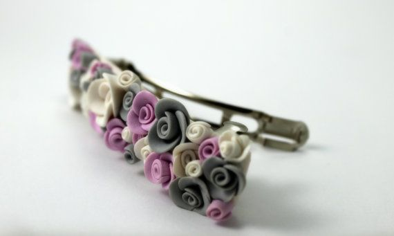 Hair Clip with gray white and pink buds and roses di TaleJewels