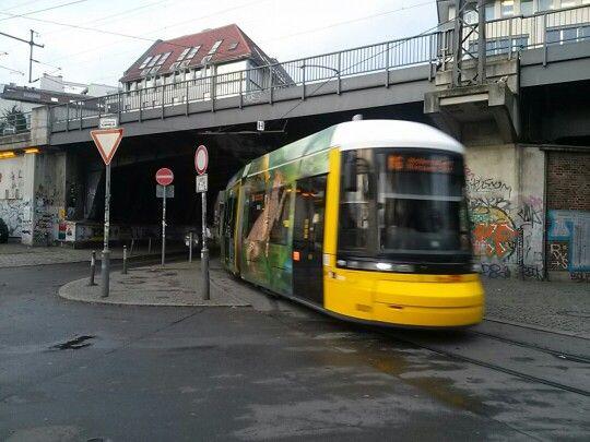 트램이 지나가는 찰나...^^  #리얼트립베를린 #베를린여행 #독일여행 #베를린 #독일 #독일생활 #독일유학 #유학생활 #berlin #deutschland #독일어디까지가봤니 #트램