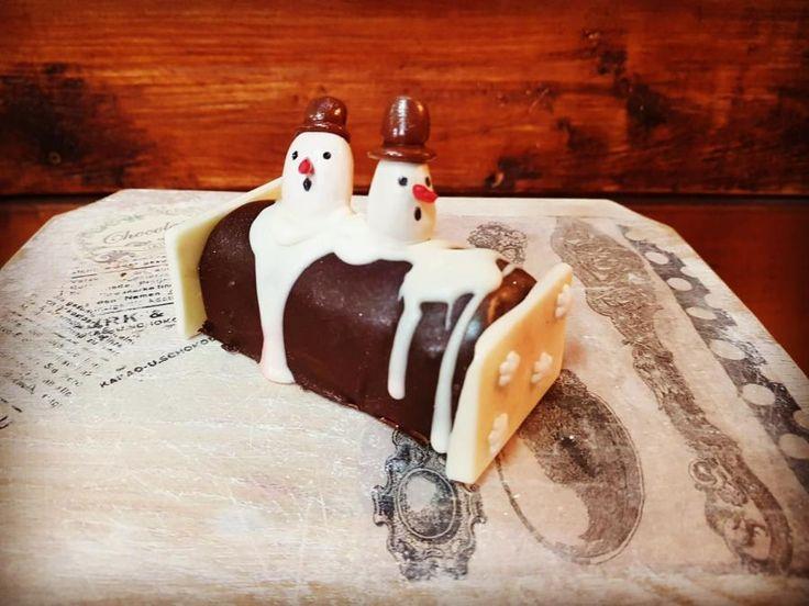 Snowman roll - cake by EmyCakeDesign