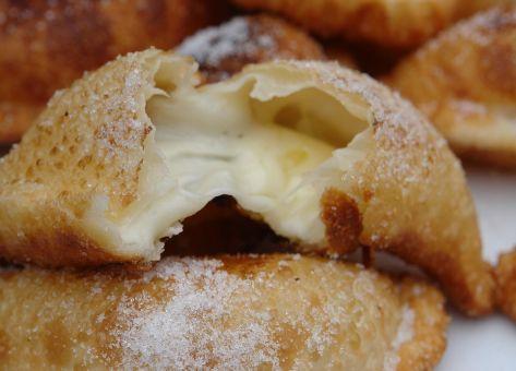 Empanaditas de queso fritas, una receta de nuestra cocina tradicional chilena.
