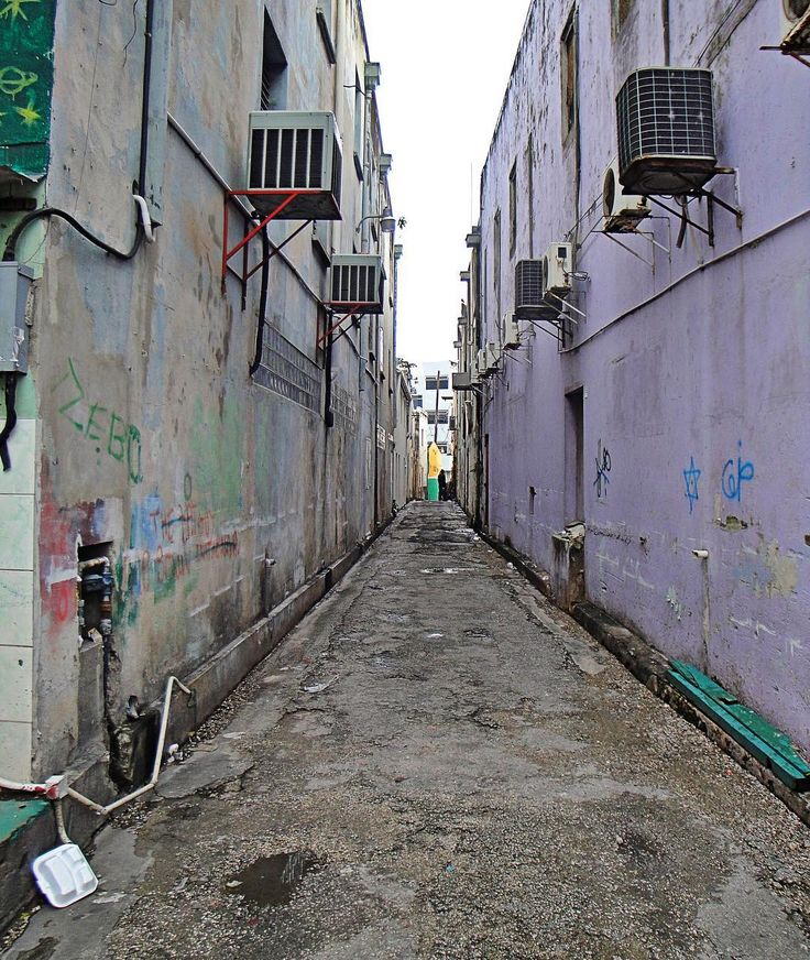 In Bridgetown (Barbados): A not very trustworthy looking alley