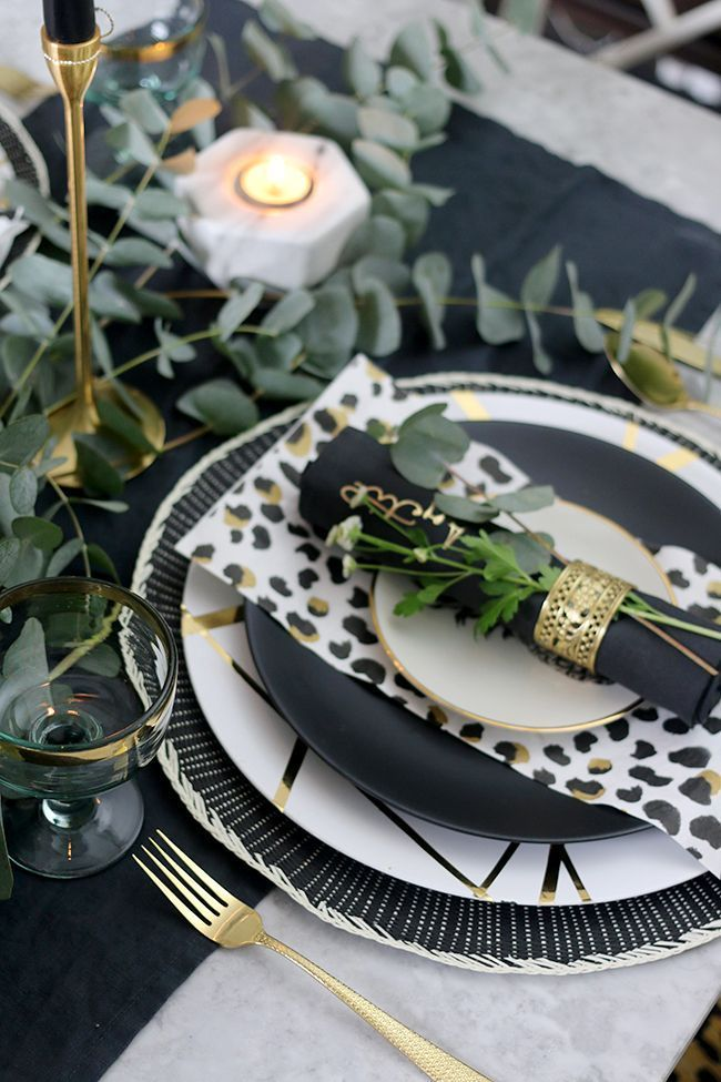 Autumn Table Setting In Black White Gold And Green White Table Settings Dinner Table Setting Green Table Settings