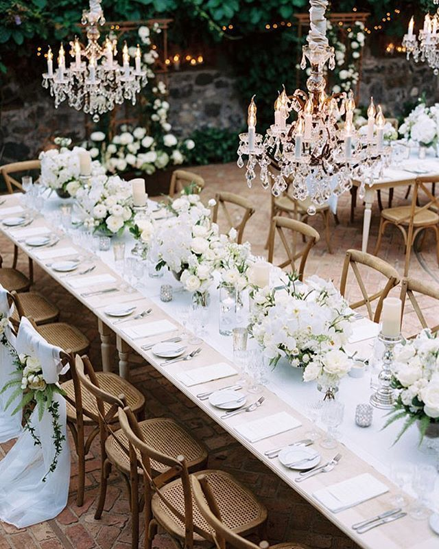 White on white – done oh so right! We could stare at this all day. Photo by @leopatrone | Planning & Design by @alison_events
