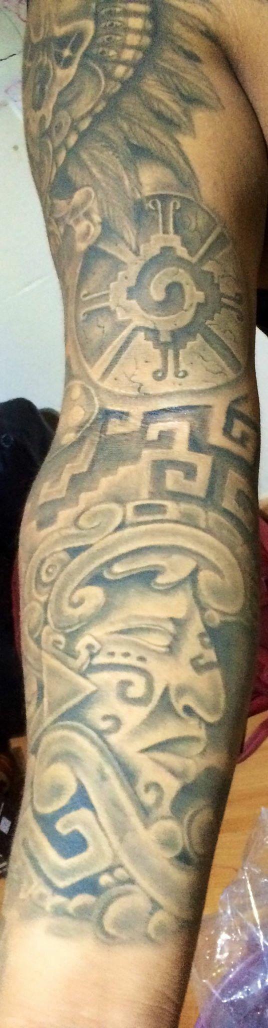 Tatuaje ceremonial de Hunab ku, mezclo quetzalcoatl, danza azteca y temazcales, arte,  Hecho por Osvaldo Castillo. Estudio Tatuajes Ofrenda de Sangre, Ciudad de México. Juan Carlos ximil