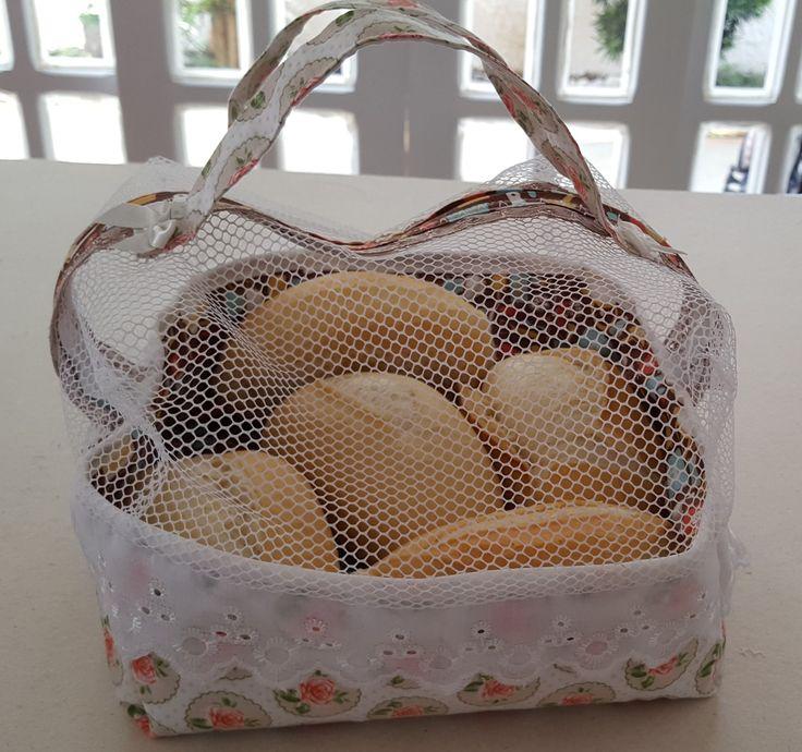 Acompanhe o passo à passo de como fazer um porta pão de tecido.
