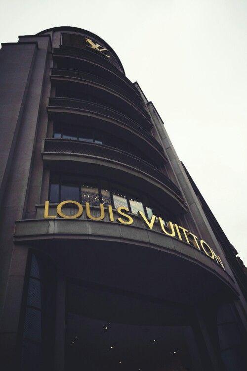 Louis Vuitton Fashion Designer Salary The Art Of Mike Mignola