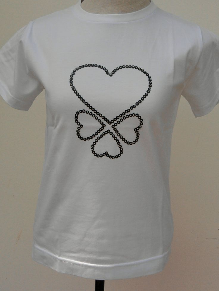 Camiseta bordada com lantejoulas