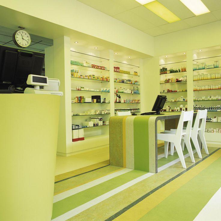 Annekoos Littel Interieurarchitecten bni - Apotheek Montfoort  #health #care #interior #design #annekoos #annekooslittel #woerden #hall #pharmacy #green #table