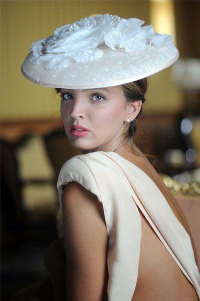 #tocado #Cherubina #invitada #boda #sombrero #headpiece #hat #attendance…