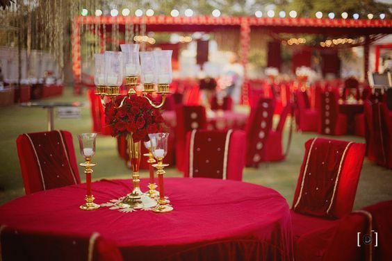 Wedding decor tips - Did you know tall center pieces can enhance the beauty of the entire venue and make such a difference. #wedding #decor