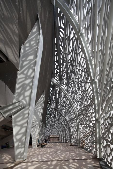 Concrete latticework designed by architect Rudy Ricciotti and made of our Ductal concrete Moules réalisés par Techni-Moulage [www.techni-moulage.com]