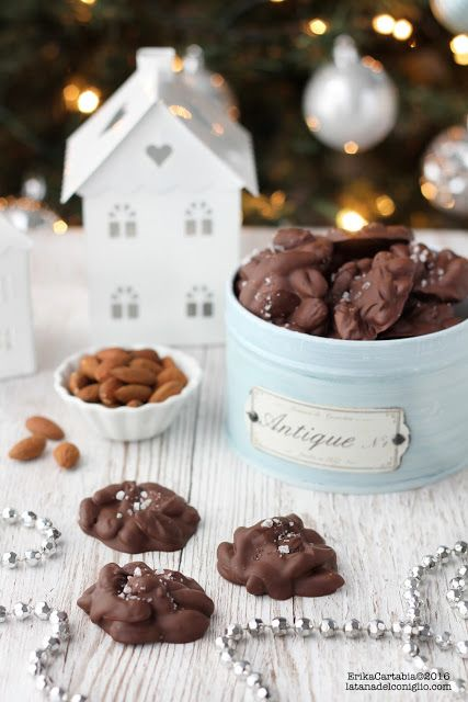 La tana del coniglio: Chocolate almond clusters
