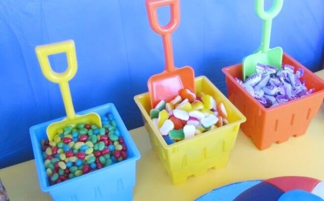 If you're looking for a fantastic summer birthday party idea, check out this great pool party!