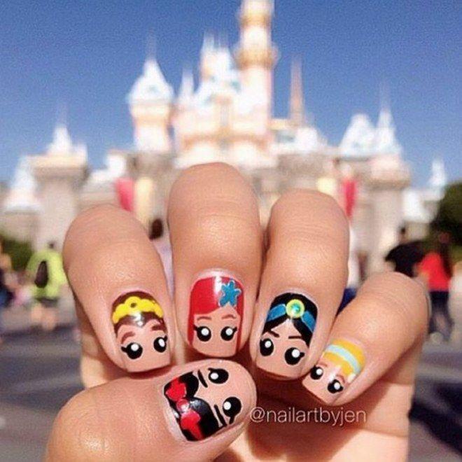 Impossível não se apaixonar por essas unhas decoradas com personagens da Disney!