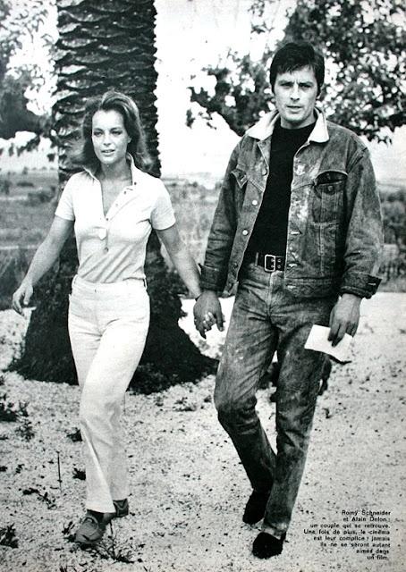 Jours de France Août 1968 Romy Schneider et Alain Delon se promener main dans la main