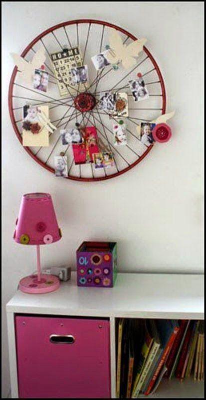 Marco decorativo con rueda de bicicleta