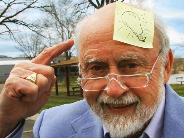 Art Fry, o inventor do Post-it, continua criativo aos 80 anos.