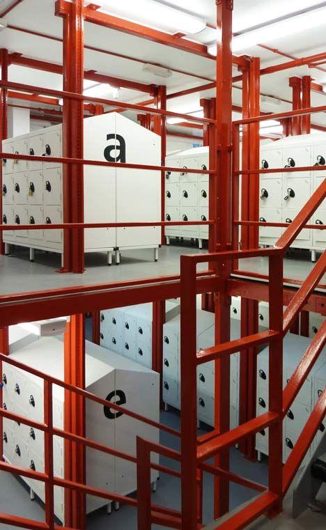 The Locker Room by Belsize Architects #taquillas #consignas Taquillas electrónicas y consignas inteligentes. Opciones de alquiler, pago o gratuitas. #arcon