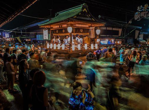 ノンストップ・ボン・ダンス!岐阜県郡上市の「郡上おどり」! 毎年、夏に述べ32夜開催される、日本一長い盆踊り。…