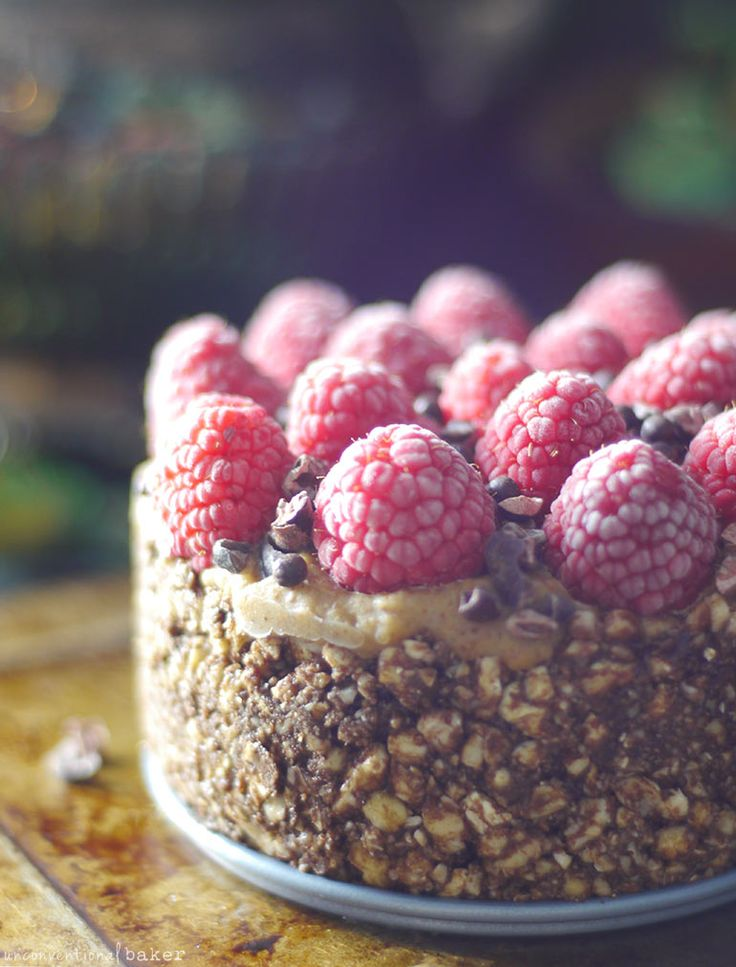 Himbeer-Mandel-Fudge-Kuchen (No-Bake & Free von: Gluten & Getreide, Milchprodukte, raffinierter Zucker und Cashewnüsse)