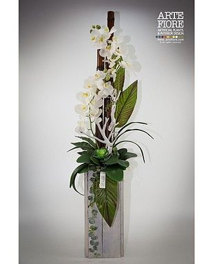 Composizione floreale con fiori artificiali in tessuto:Composizione Orchidee in vaso di legno