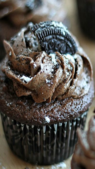 Triple Chocolate Oreo Buttercream Cupcakes   Recipe