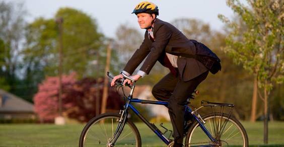 Francia: 25 centesimi a km per chi va al lavoro in bici