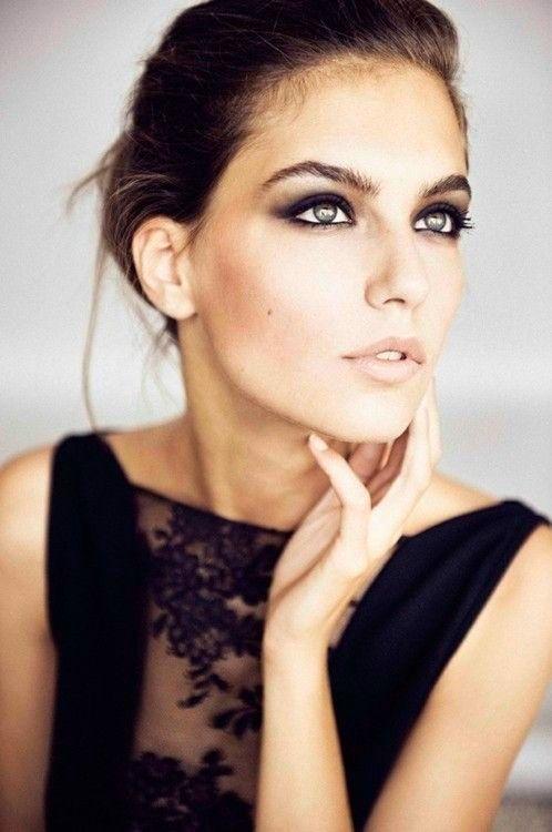 Hoy te mostraremos cómo realizar un #maquillaje para ojos verdes con tonos dorados para una boda de noche.