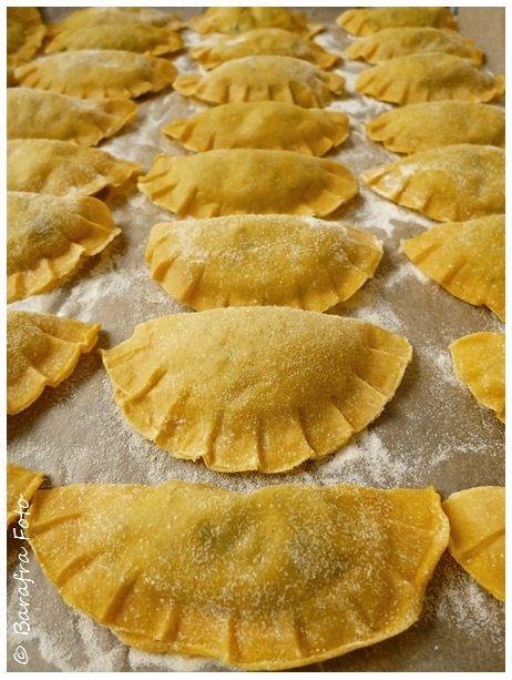 Ravioli sind eine geschickte Verpackung für die verschiedensten Füllungen. Am liebsten mögen wir eine Füllung mit Spinat und Ricotta. Für di...