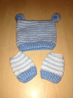 Glasgow Fort Stitch 'N' Bitch: Baby set for shoebox charity by Roberta
