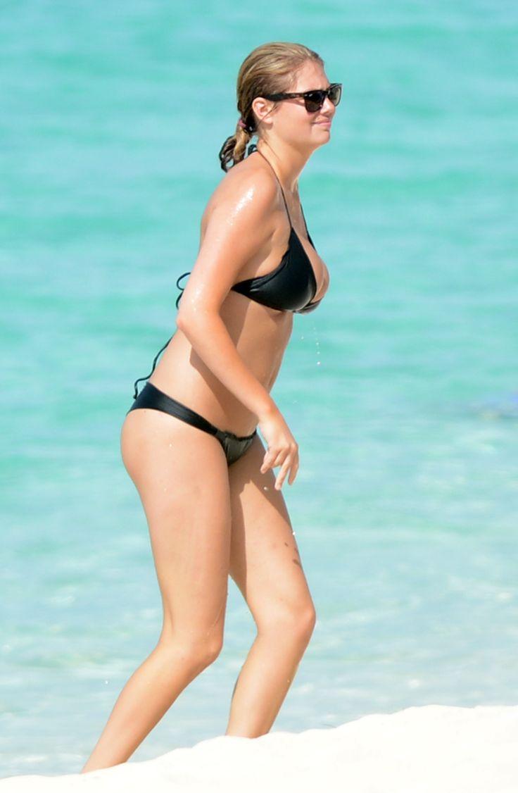 Kate Upton Leslie Mann Bikini